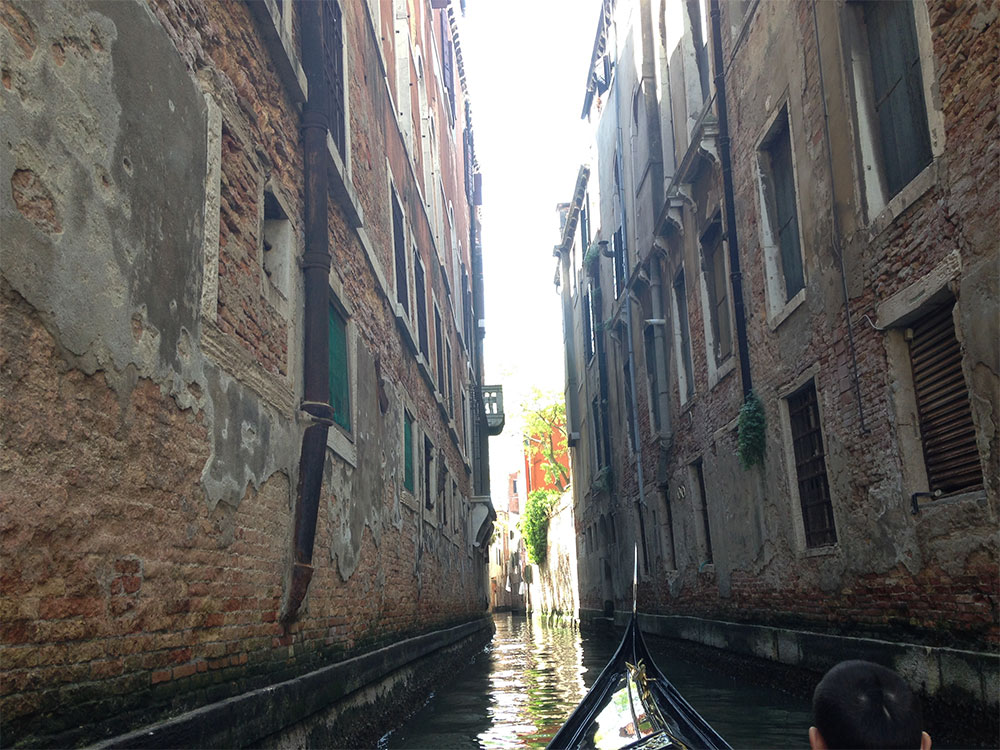 venice gondola ride views